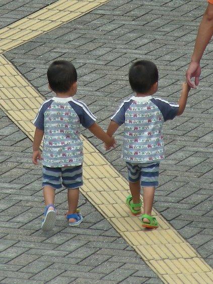 8/15 手をつなぐ子どもシリーズ