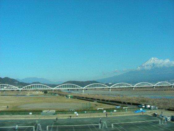 富士山バックにテニス